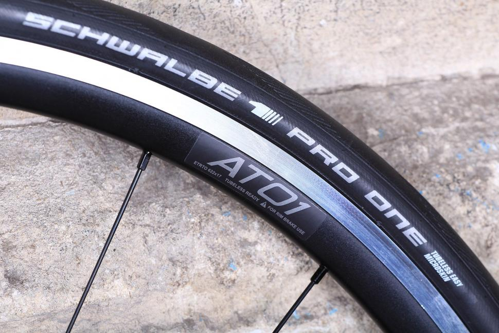 Prime Road Race alloy wheelset - rim detail.jpg