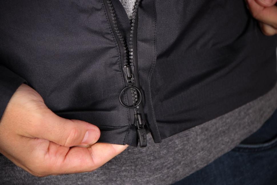 Rapha Packable Waterproof Jacket - zip.jpg