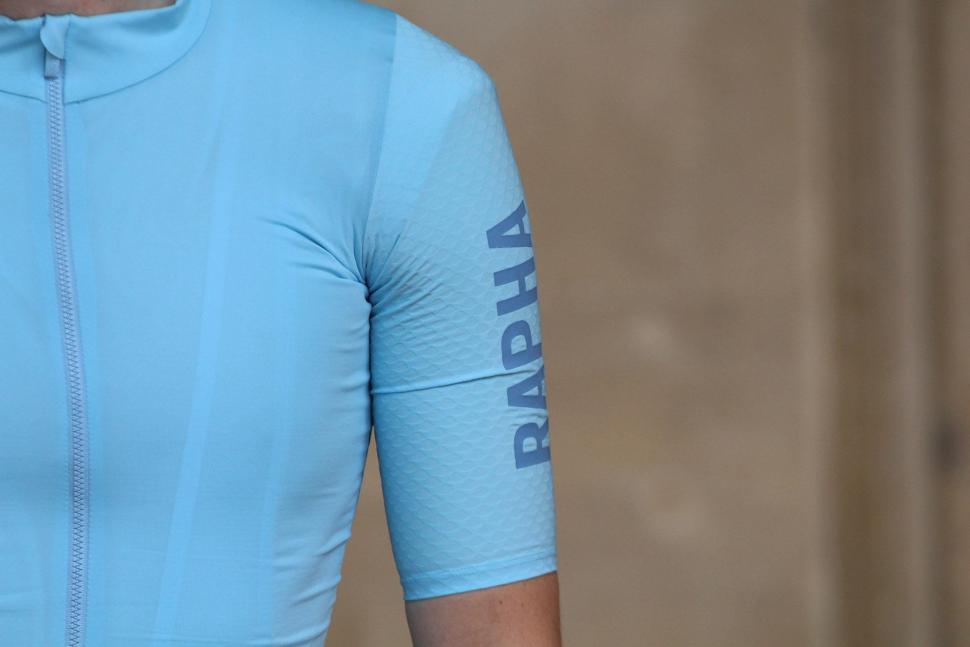 Rapha PRO TEAM AERO JERSEY - sleeve.jpg