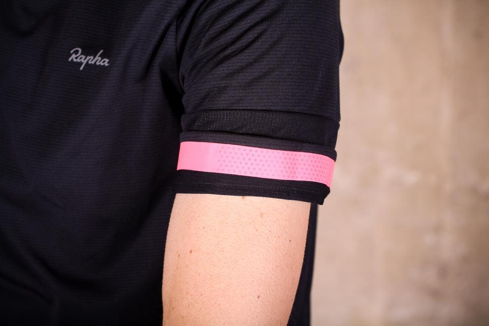 rapha_technical_t-shirt_-_sleeve_detail.jpg