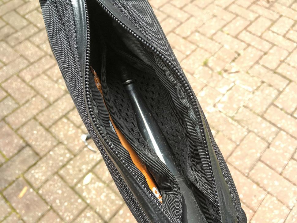 Restrap Top Tube Bag - inside 2.jpg