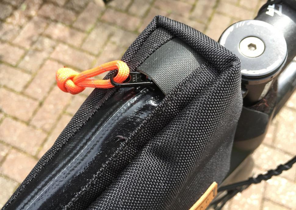 Restrap Top Tube Bag - zip.jpg