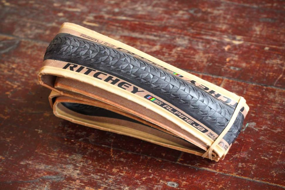 ritchey_wcs_alpine_jb_120tpi_tlr_stronghold_tyre.jpg