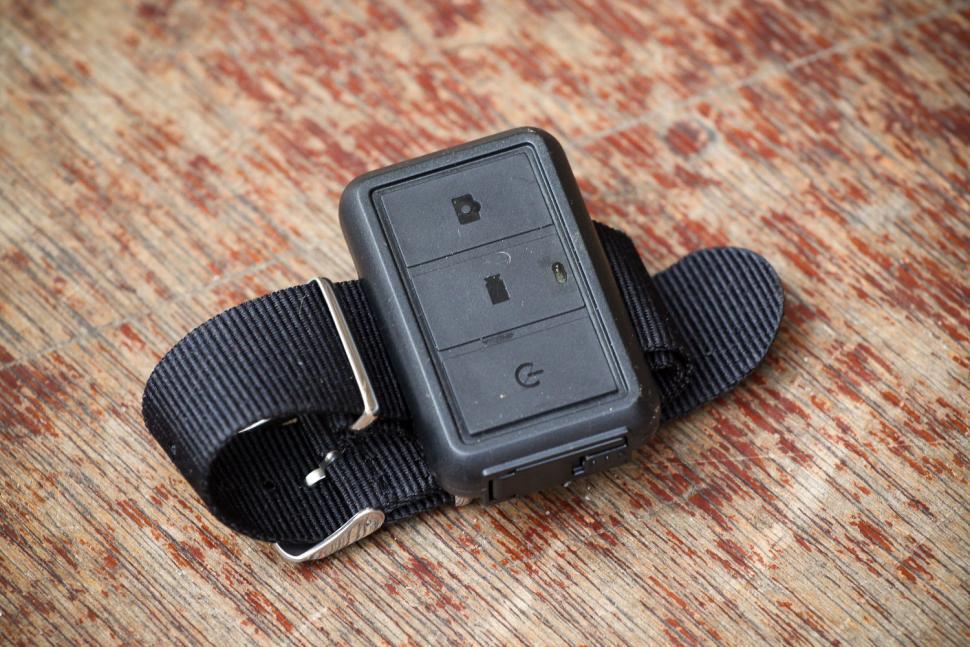 Roadhawk Ride R+ Cycle Edition Camera - remote.jpg