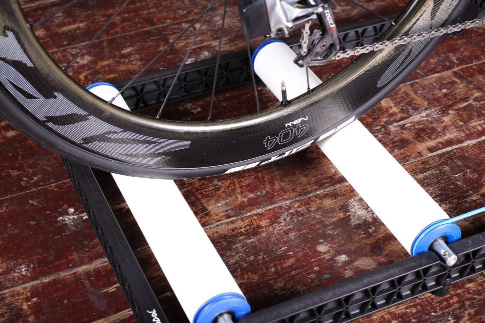 Roodol Compact Folding Rollers - rear wheel.jpg