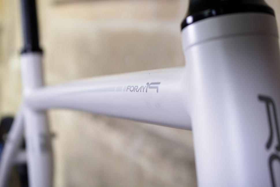Roux Foray - top tube.jpg