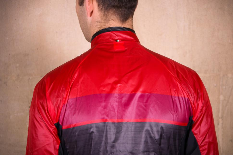 Santini Skin Windbreaker - shoulders.jpg