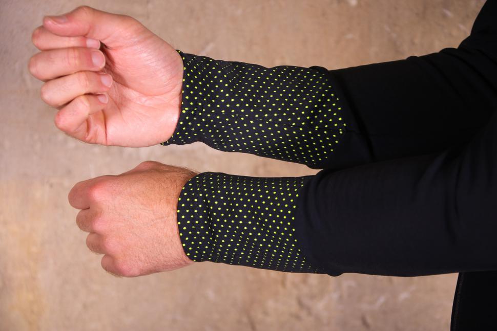 Santini Vega 2.0 Aquazero Long Sleeve Thermofleece Jersey - cuffs.jpg