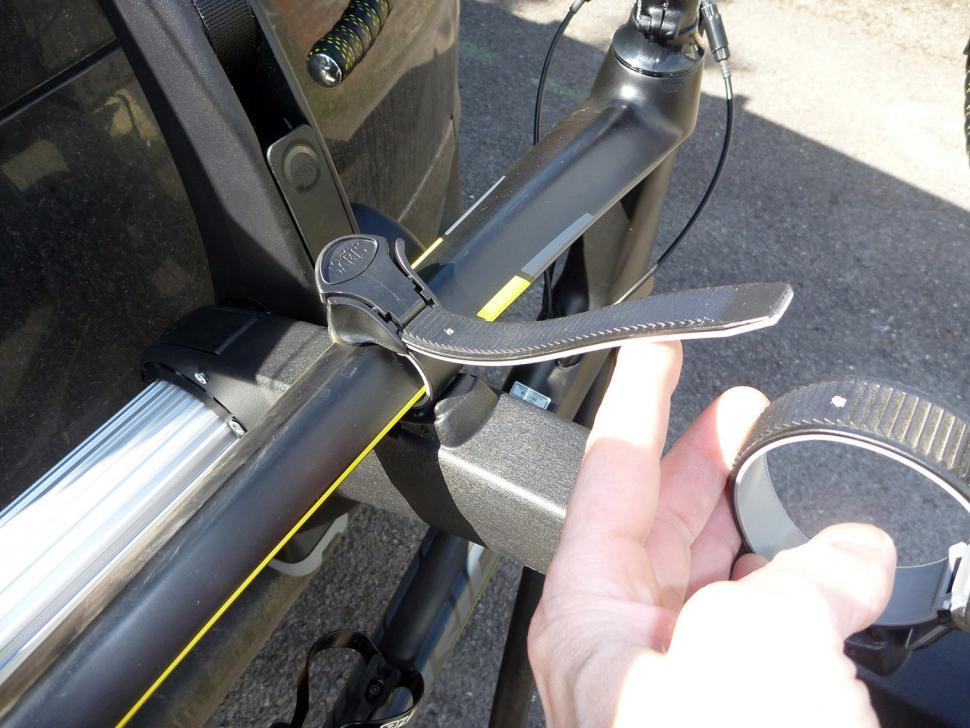 Saris Super Bones 3-Bike Rack - top tube strap.jpg