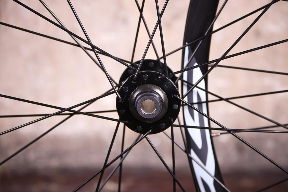 Shimano WH-RS170 Clincher wheelset - front hub.jpg
