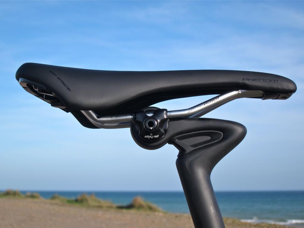 Specialized Diverge Comp Carbon - Phenom Saddle Side.jpg