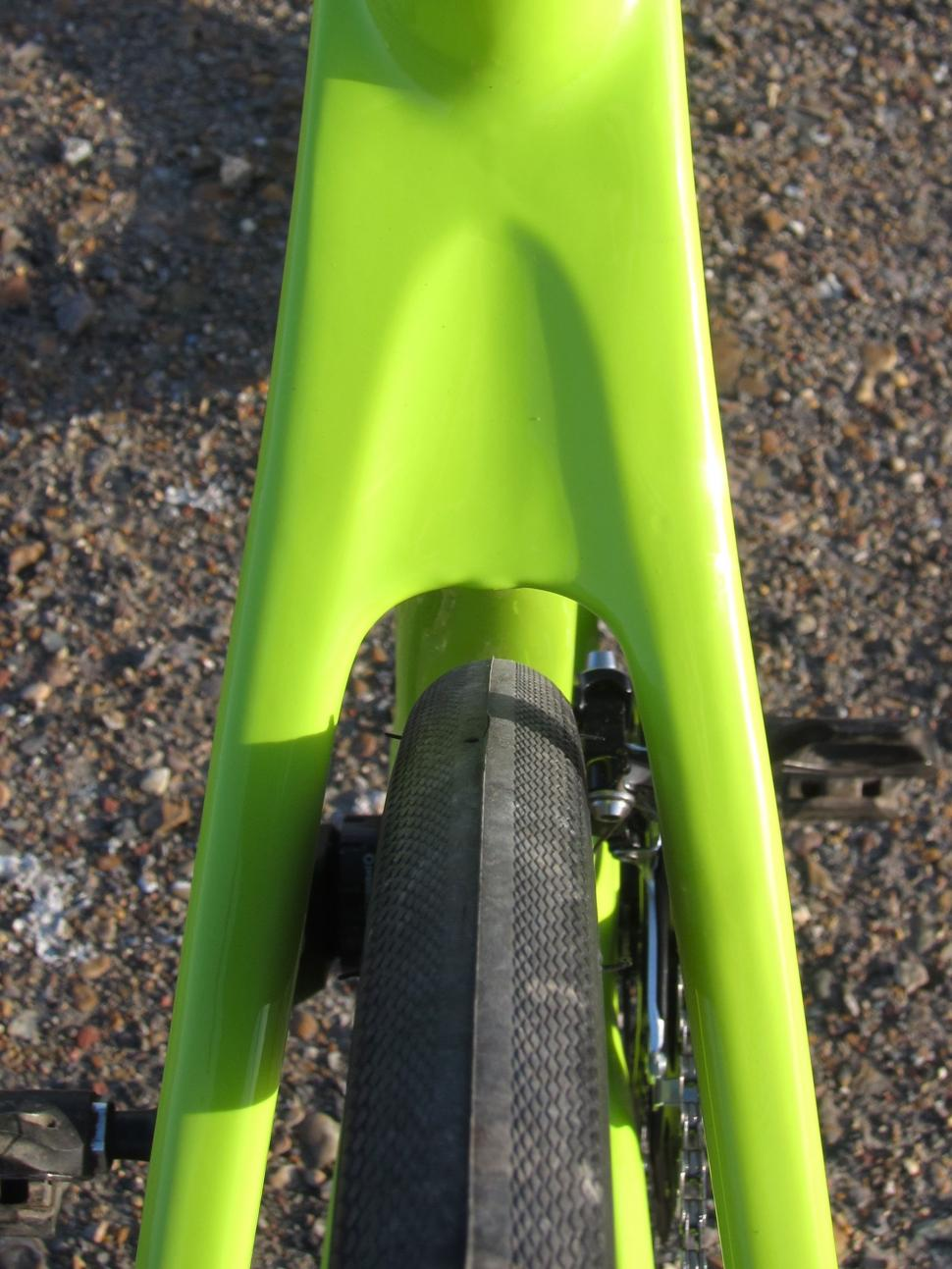 Specialized Diverge Comp Carbon - Rear Tyre Clearance.jpg