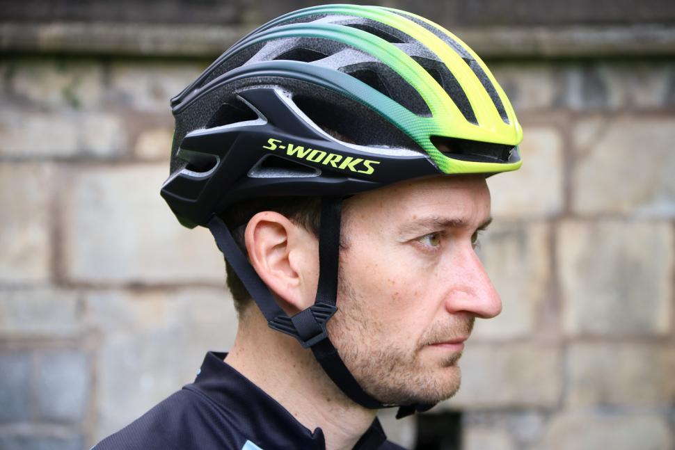 16 of the best high-performance helmets that combine light ...
