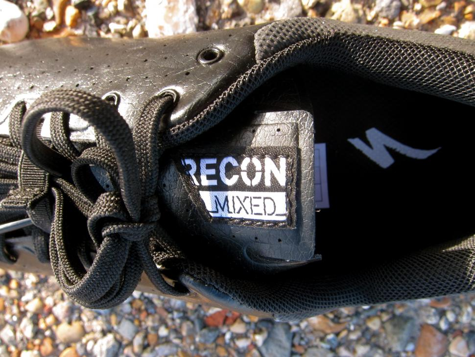 Specialized Recon Mixed Terrain Shoes - Recon Tongue Tab.jpg