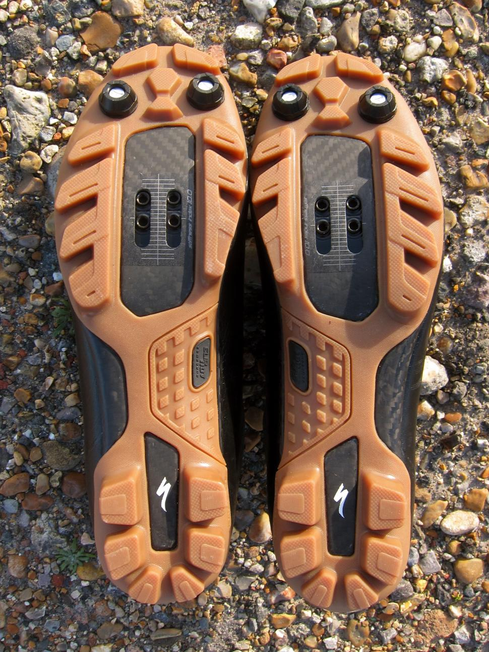 Specialized Recon Mixed Terrain Shoes - Soles.jpg