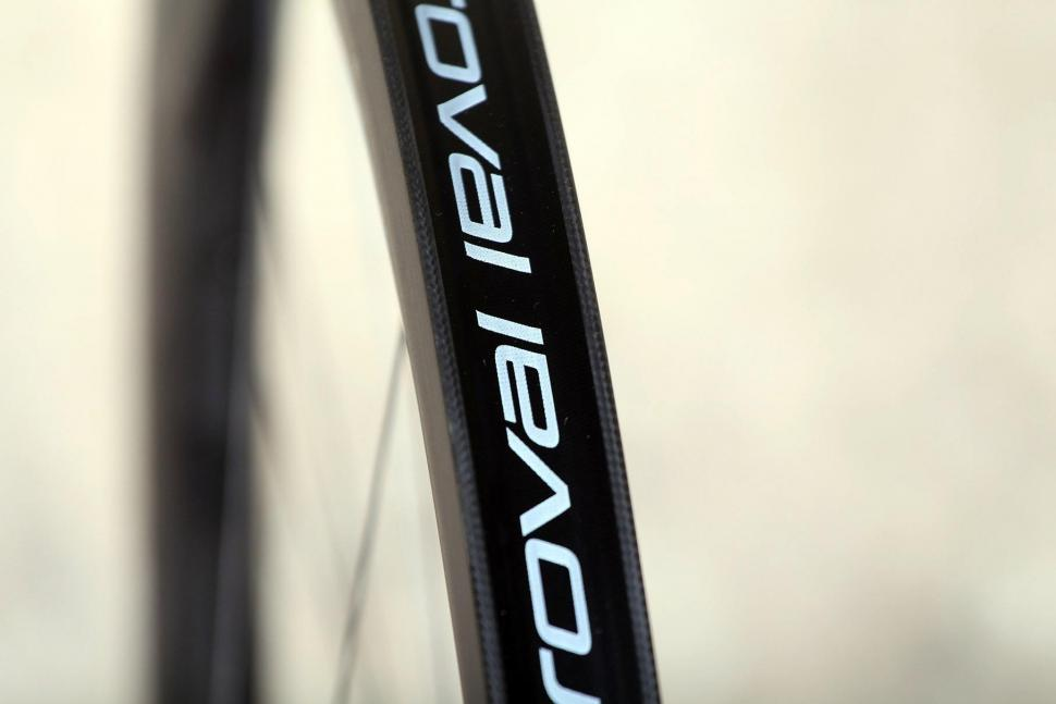 Specialized Roval CLX 50 DISC Wheelset - rim bed 2.jpg
