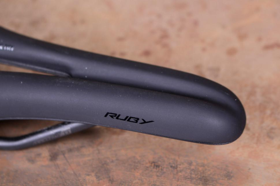 Specialized Ruby Expert Gel saddle - nose.jpg