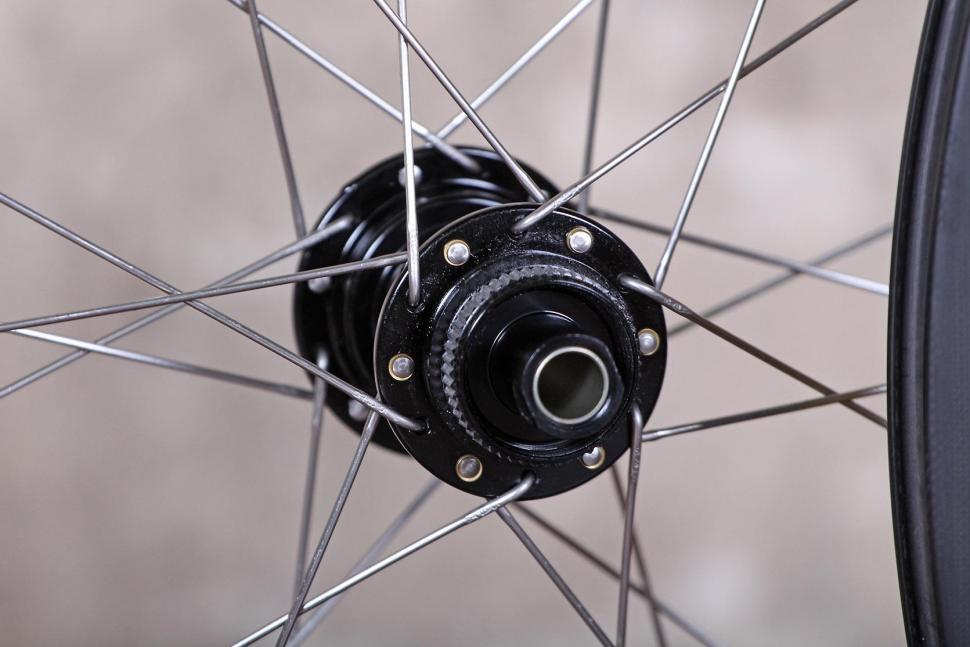 Spin Industries The Rouleur DM845 Super Fat Boys wheelset - rear hub 2.jpg