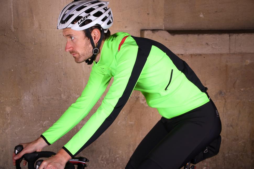 Sportful Fiandre Light Wind Jacket - riding.jpg