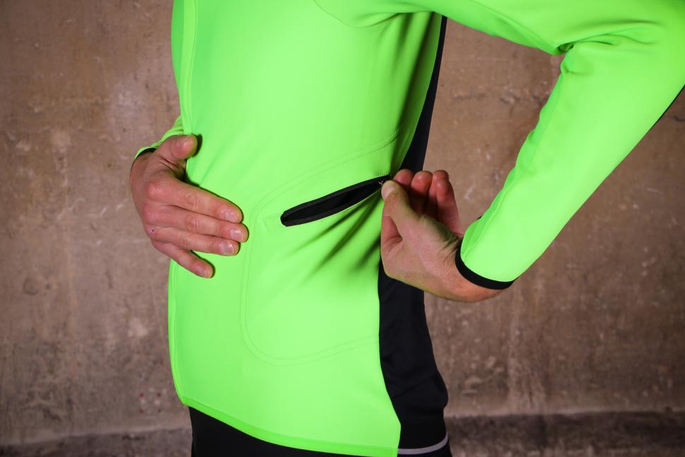 Sportful Fiandre Light Wind Jacket - side pocket.jpg