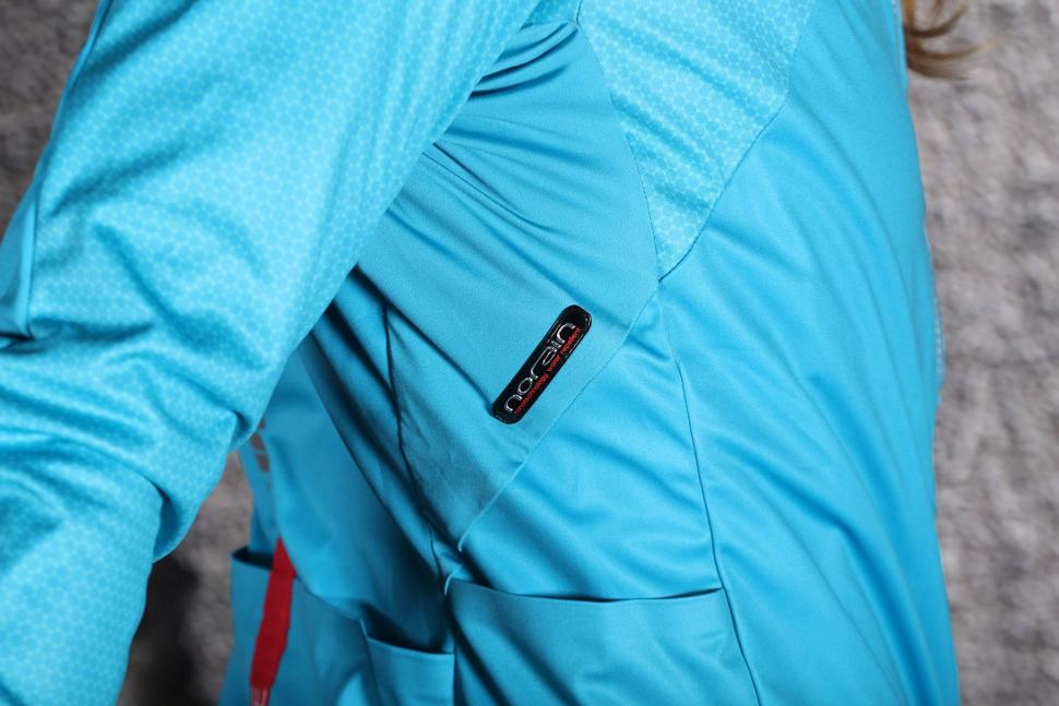 Review Sportful Fiandre Light Ws W Jacket Road Cc