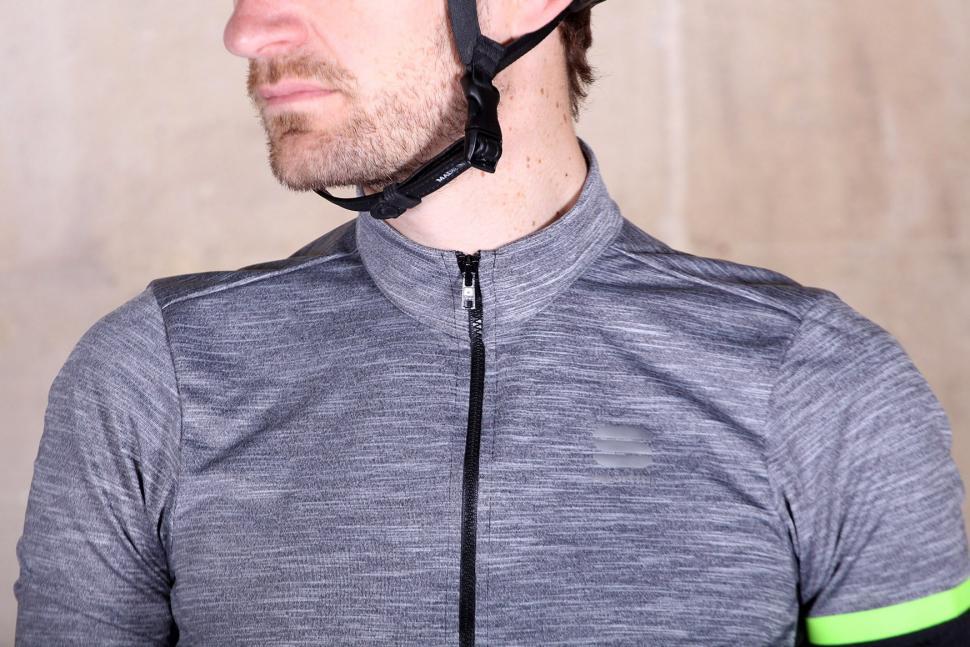 Sportful Giara jersey - collar.jpg
