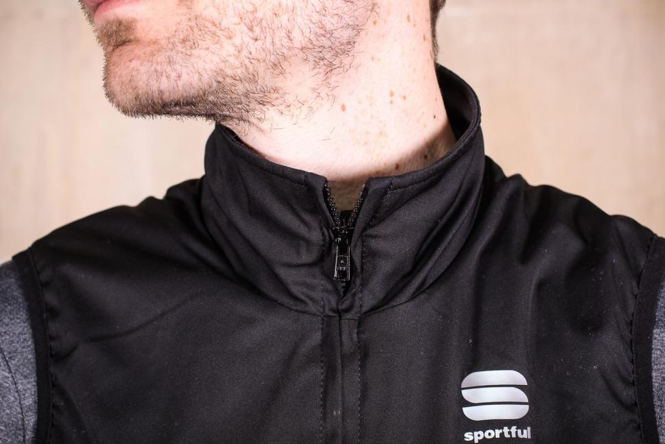 Sportful Giara Thermal Vest - collar.jpg