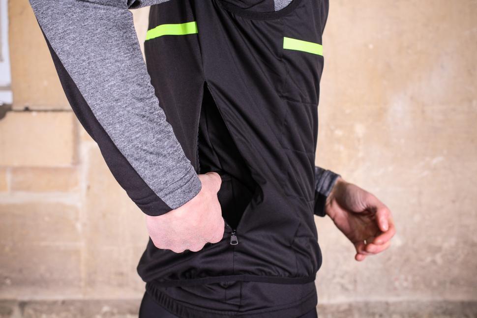 Sportful Giara Thermal Vest - side zip.jpg