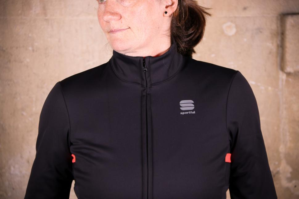 Sportful Luna Softshell Jacket - chest.jpg