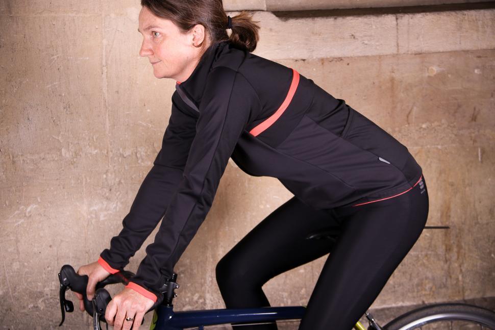 Sportful Luna Softshell Jacket - riding.jpg