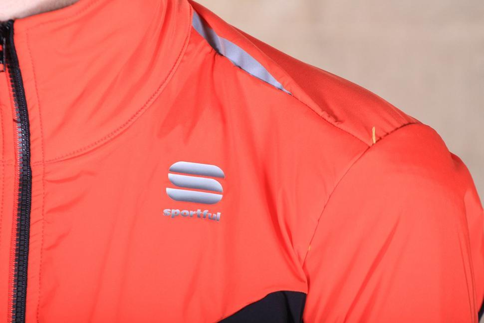 Sportful R and D Light Jacket - shoulder.jpg