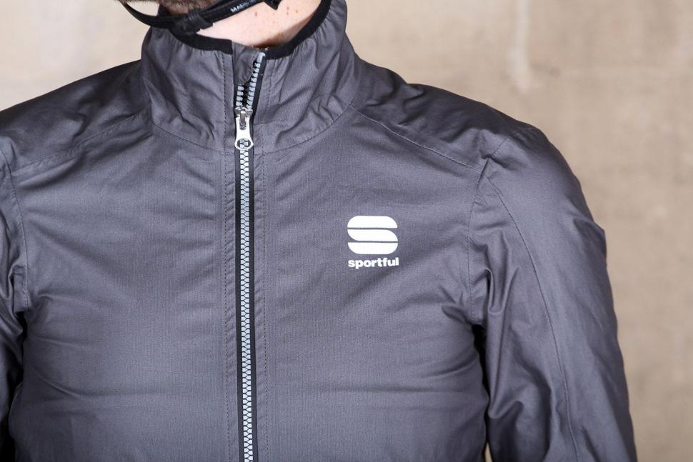 Sportful Stelvio jacket - chest.jpg