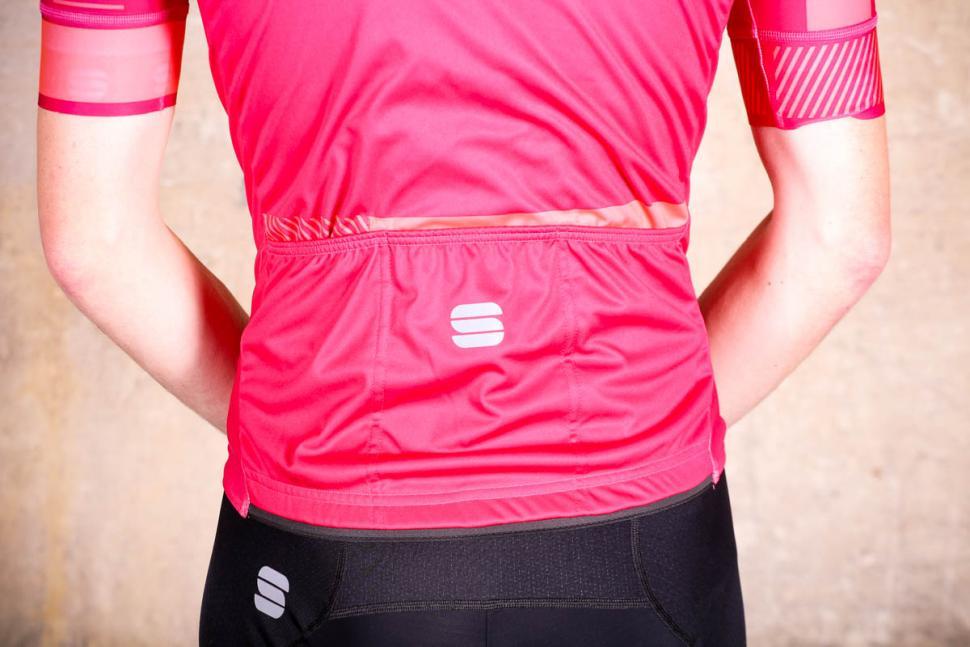 sportful_bodyfit_pro_classic_jersey_-_pockets.jpg