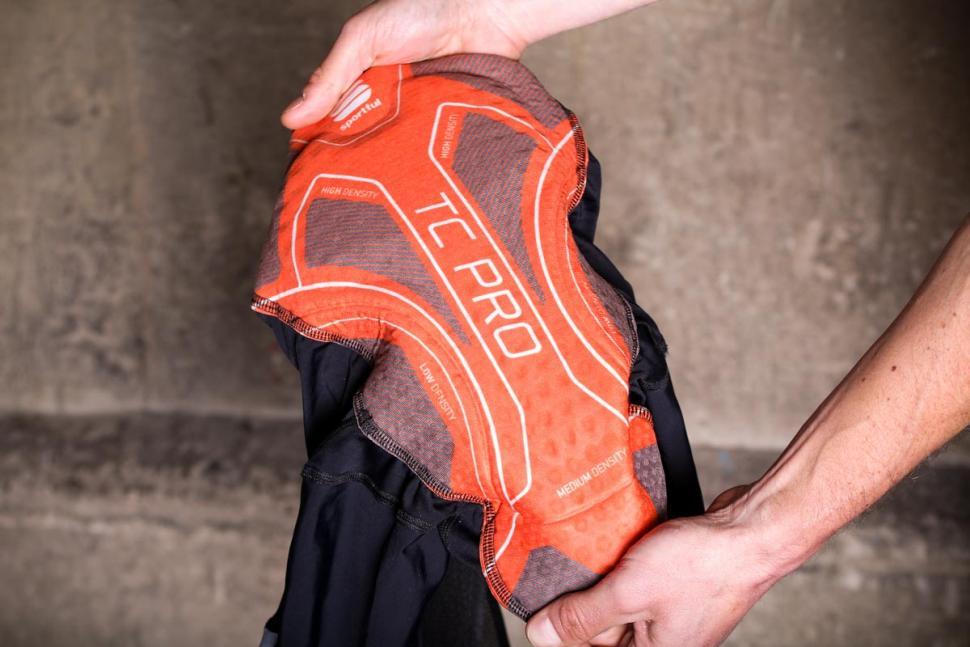 sportful_bodyfit_pro_ltd_bib_short_-_pad.jpg