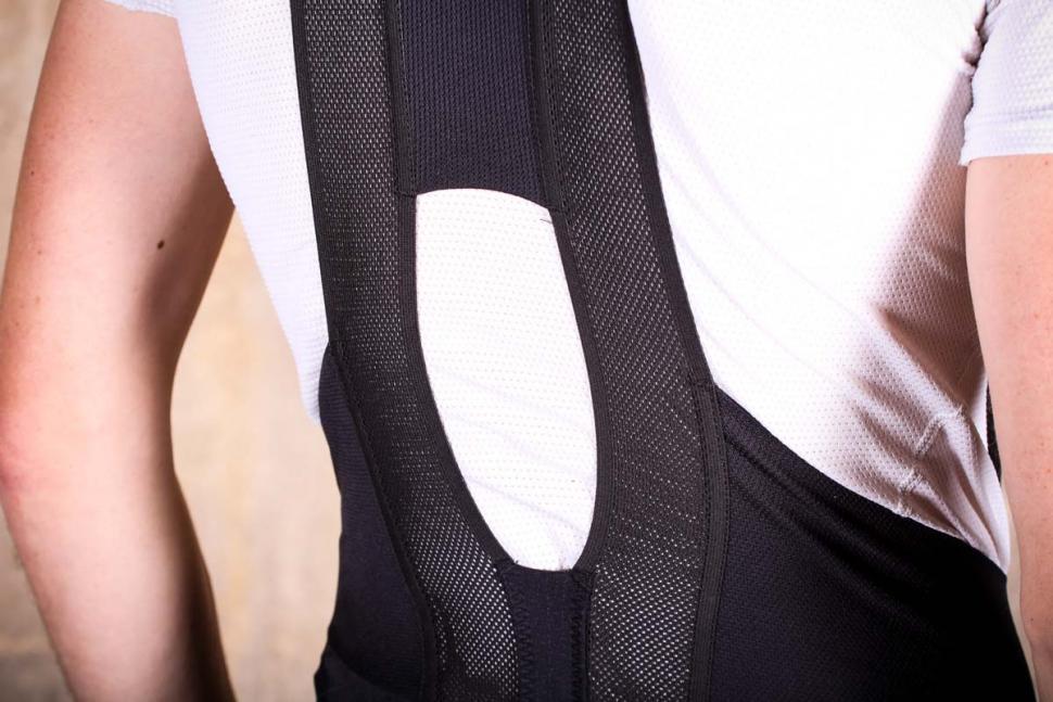 sportful_bodyfit_pro_ltd_bib_short_-_straps_back_detail.jpg