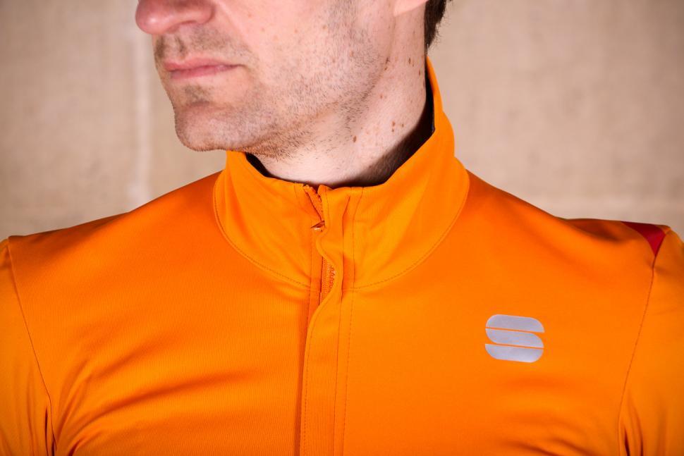 sportful_fiandre_light_norain_short_sleeve_jersey_-_collar.jpg