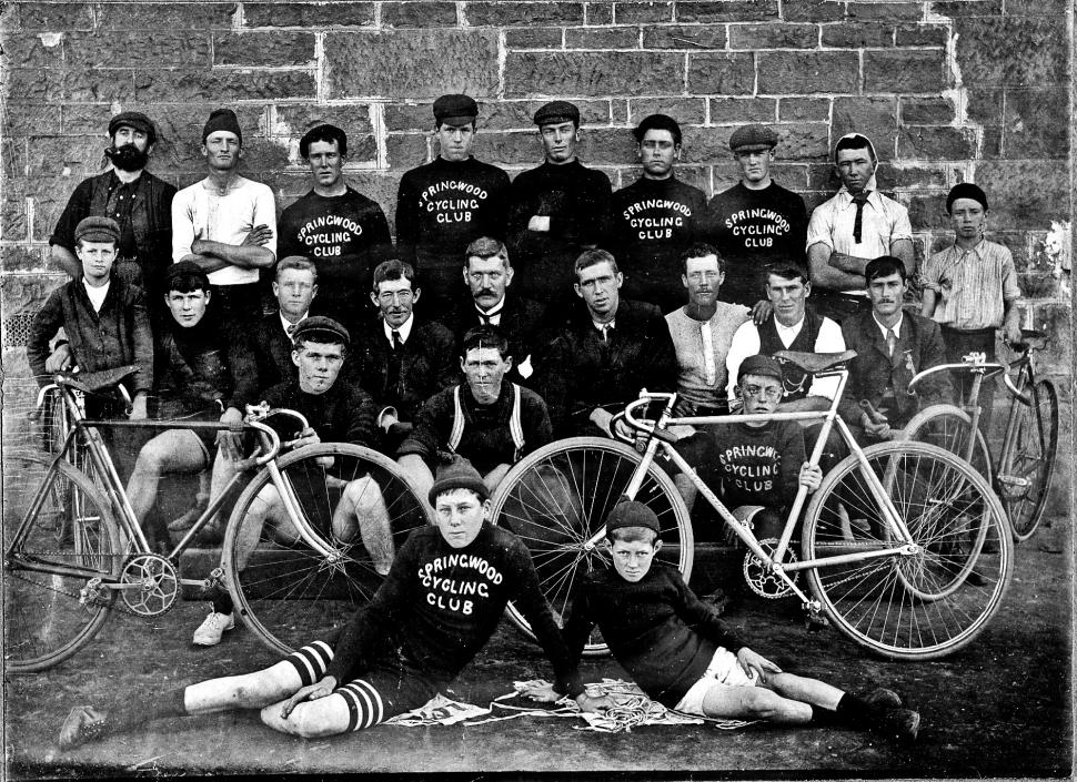 Springwood Cycling Club (CC BY-SA 2.0 Blue Mountains City Library www.bmcc.nsw.gov.au/library/ | Flickr)