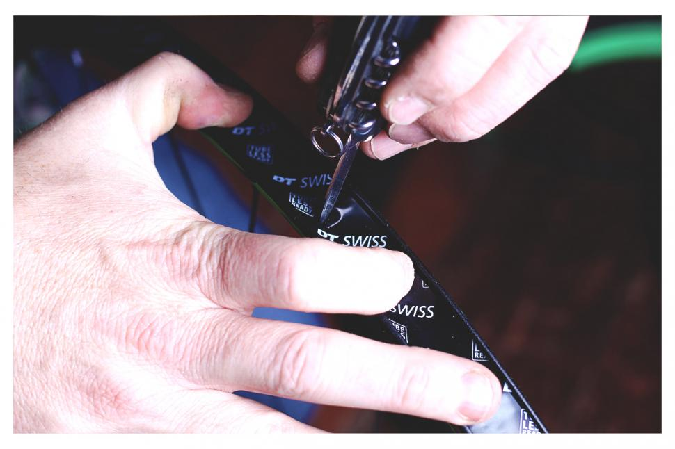 How to fit a tubeless tyre — step 4.jpg