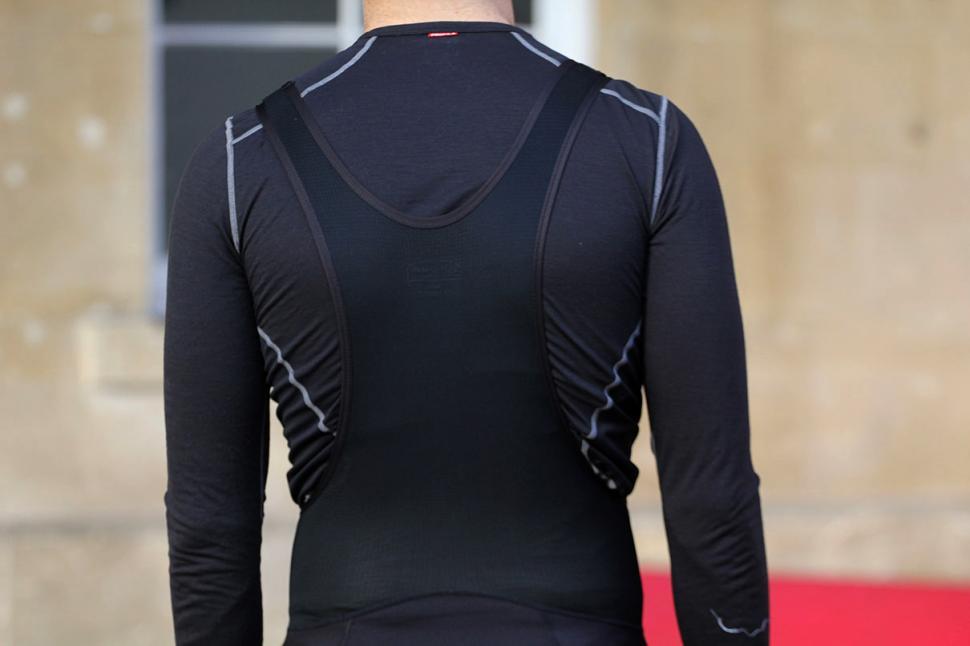 Sugoi Windblock Bib Tight - back straps.jpg