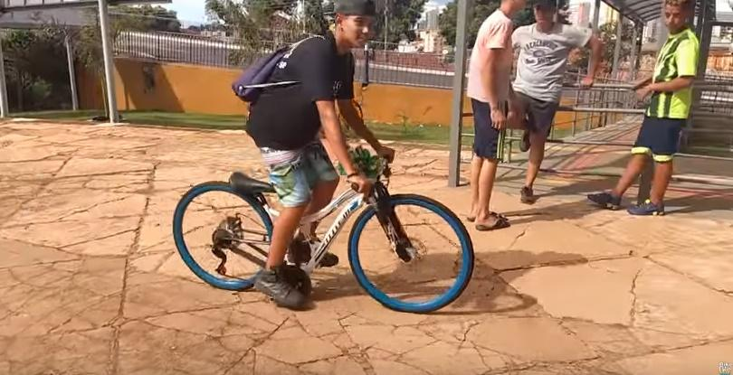 Super short cranks (via YouTube).jpg