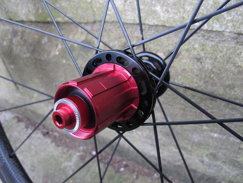 Swissside Hadron Ultimate 625 wheel set - rear hub 2.jpg