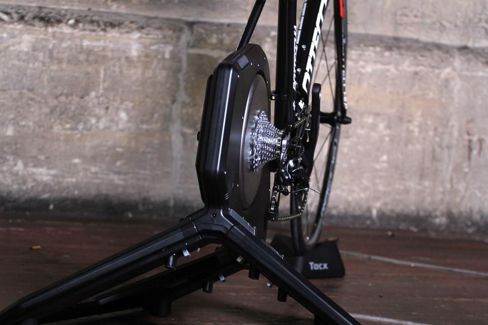 Tacx Neo Smart T2800 trainer - back 2.jpg