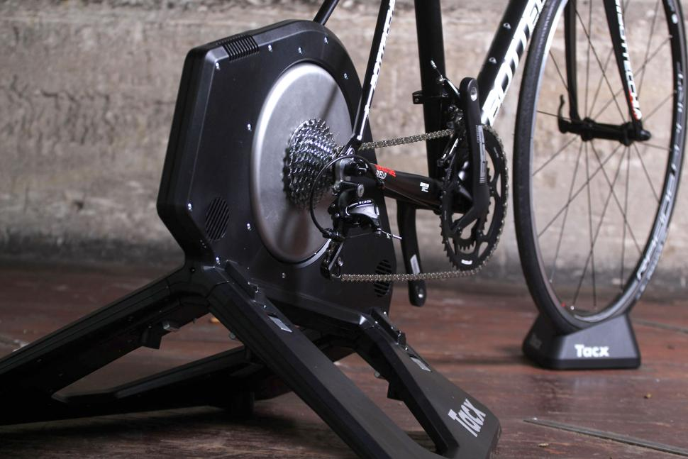 Tacx Neo Smart T2800 trainer - back.jpg