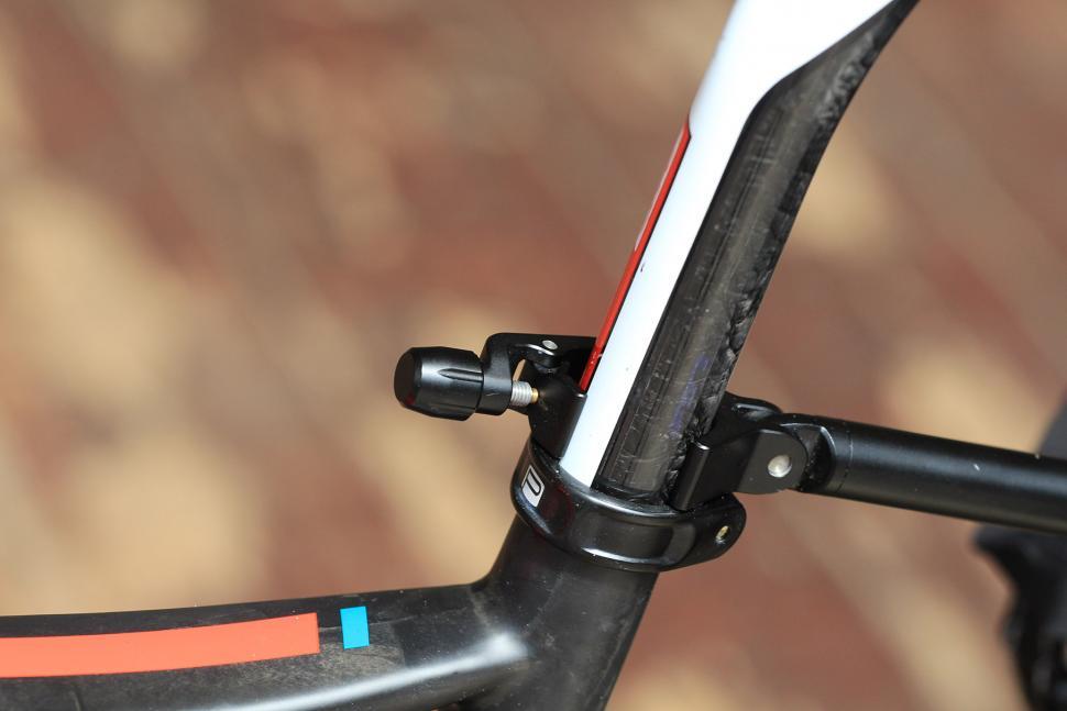 Tailfin Carbon Rack - seat clamp close up.jpg
