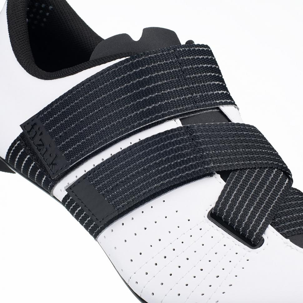 tempo-r5-powerstrap-white-black-detail2.jpeg