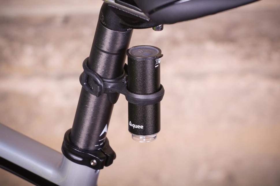 Tern Vizy Light - inserting in clamp.jpg