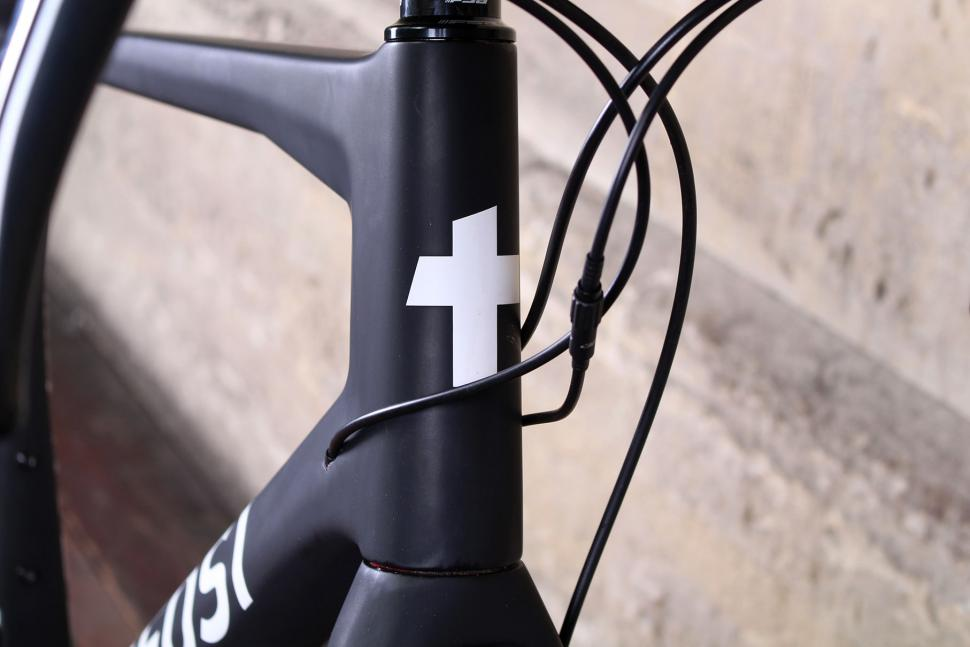 Tifosi Cavazzo - head tube badge.jpg