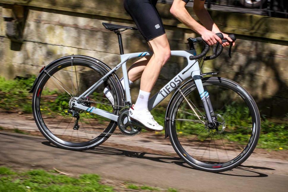 tifosi_cavazzo_commuter_tiagra_-_riding_3.jpg