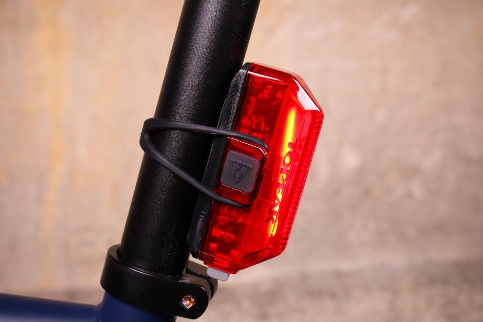 Topeak Aero Combo - rear light side.jpg