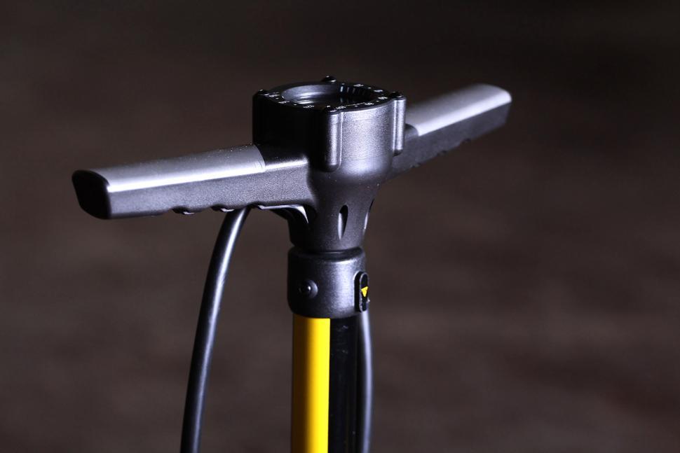 Topeak Joe Blow Elite floor Pump - handle.jpg